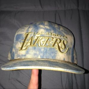 Lakers Mitchell and Ness snap back